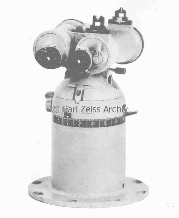 Upper part of UZO sight column with the binoculars UDF 7x50 fitted with open sight for rough aiming