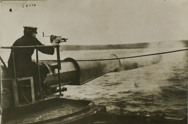 Torpedo director on the deck of a British destroyer
