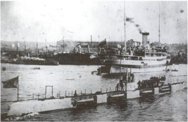 Submarine Morzh class with visible Drzewiecki torpedo launchers under the upper deck
