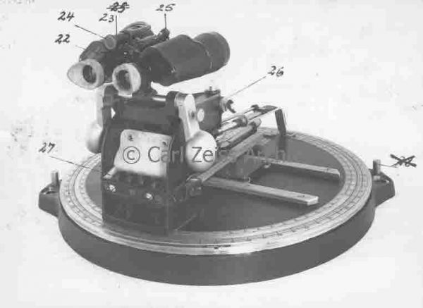 Torpedo calculating disc fitted with binoculars 7x50