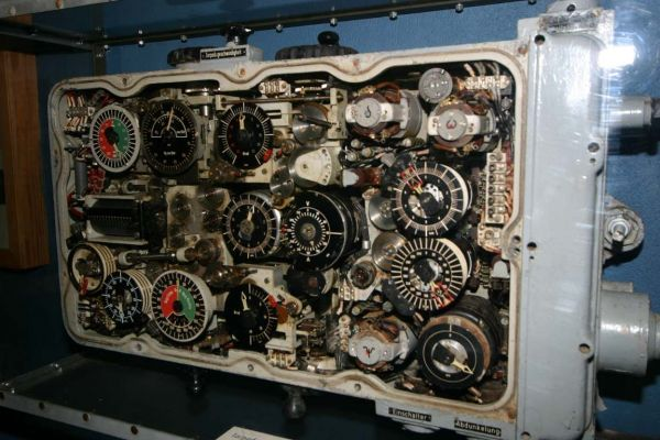 The torpedo data computer from U 995 at the exhibition in the Marine-Ehrenmal in Laboe (with front cover removed)